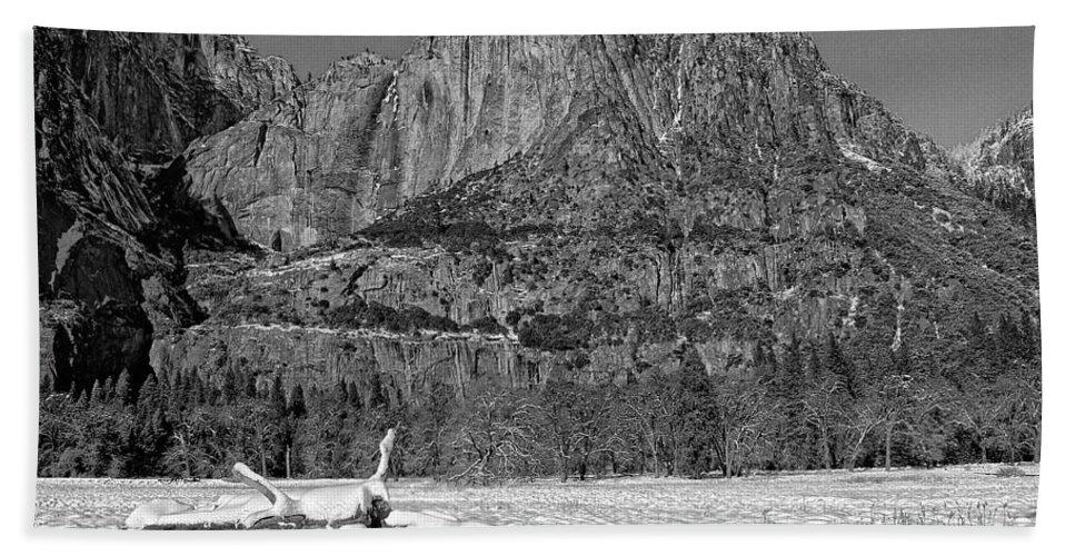 Black And White Bath Sheet featuring the photograph Snowy Yosemite by Priscilla De Mesa