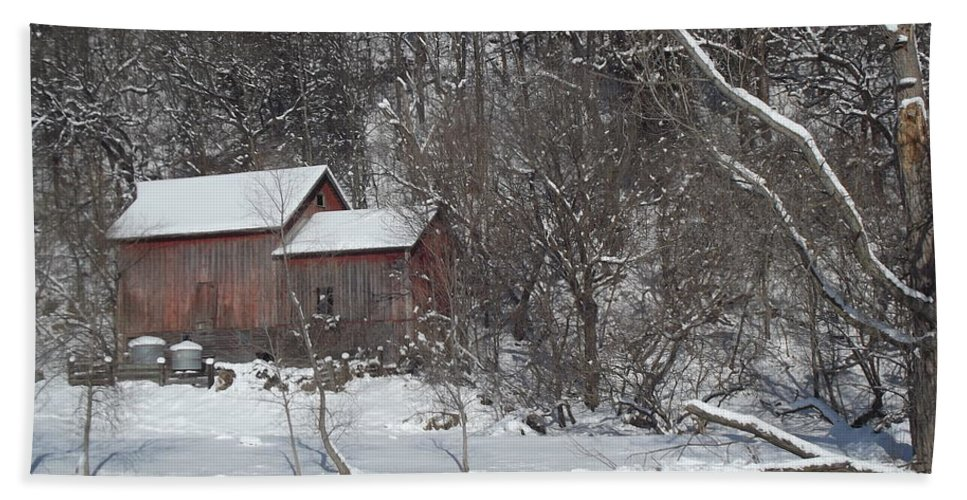 Elkader Iowa Hand Towel featuring the photograph Winter Farm by Bonfire Photography