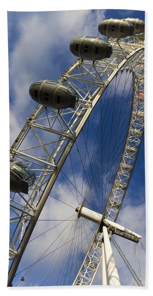 London Eye Bath Sheet featuring the photograph The London Eye by David Pyatt