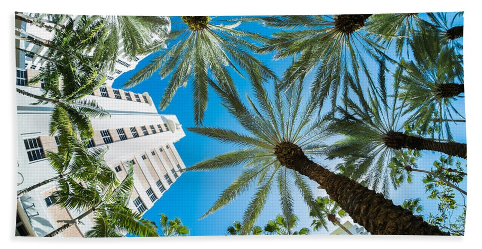 Architecture Bath Towel featuring the photograph Miami Beach by Raul Rodriguez