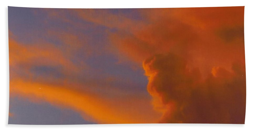 Red Clouds Building Bath Sheet featuring the photograph Sky Scape by Robert Floyd