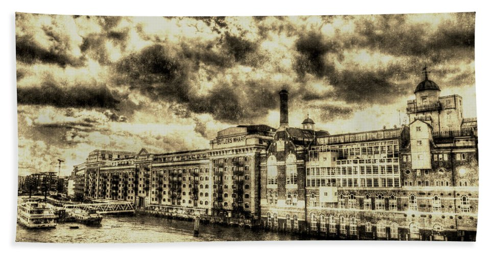 Butlers Wharf Hand Towel featuring the photograph Butlers Wharf London Vintage by David Pyatt