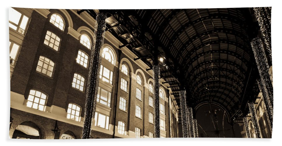 Hays Bath Sheet featuring the photograph Hays Galleria London by David Pyatt