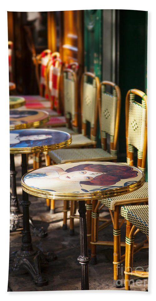 Cafe Bath Sheet featuring the photograph Montmartre Cafe by Brian Jannsen