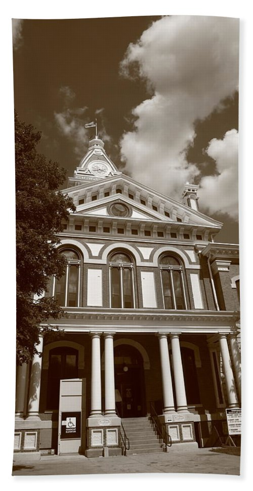 66 Bath Sheet featuring the photograph Pontiac Illinois - Courthouse by Frank Romeo