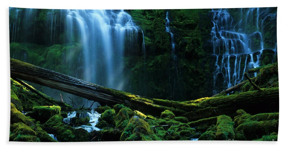 Proxy Falls Hand Towel featuring the photograph Proxy Falls Oregon by Bob Christopher