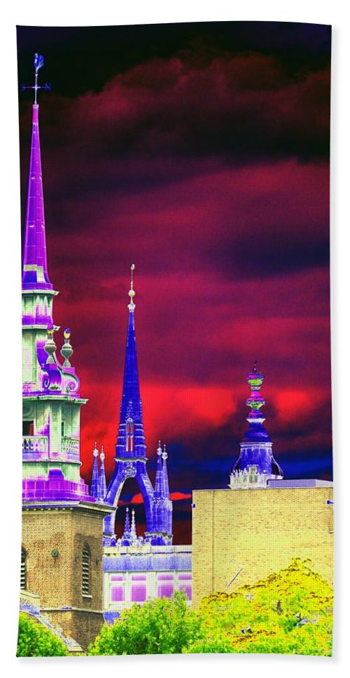 Psychedelic Bath Towel featuring the photograph 3 Spires by Richard Henne