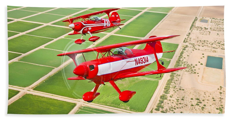Horizontal Bath Towel featuring the photograph Two Pitts Special S-2a Aerobatic by Scott Germain