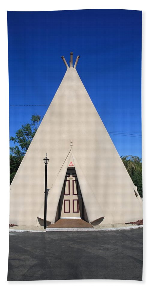 66 Bath Sheet featuring the photograph Route 66 - Wigwam Motel by Frank Romeo
