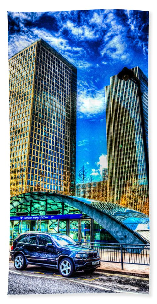 Taxi Taxis Hand Towel featuring the photograph Canary Wharf London by David Pyatt