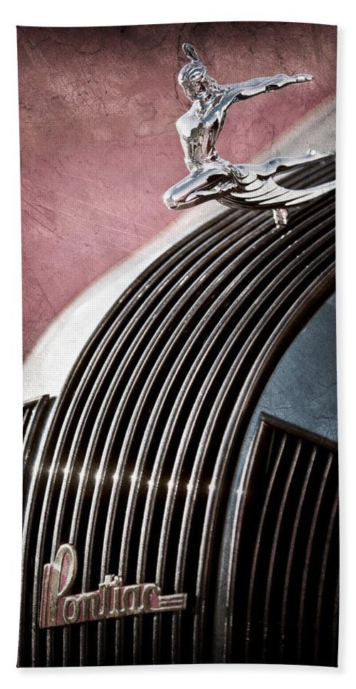 1935 Pontiac Sedan Hood Ornament Bath Sheet featuring the photograph 1935 Pontiac Sedan Hood Ornament by Jill Reger