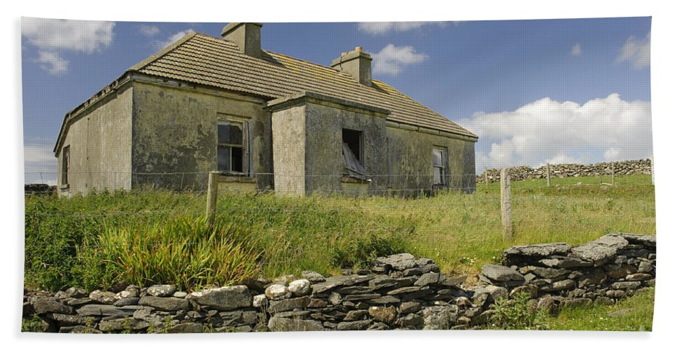 County Mayo Bath Sheet featuring the photograph Abandoned Farm In Ireland by John Shaw