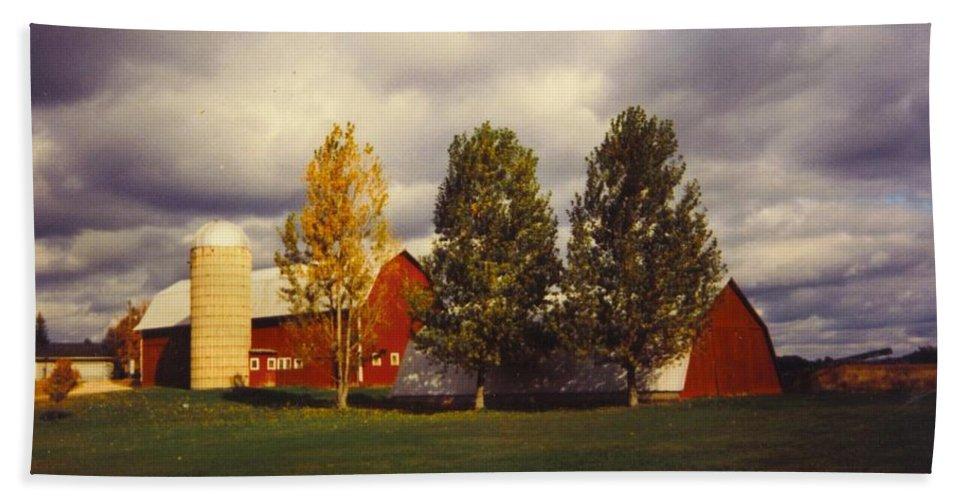 Michigan Barns Bath Sheet featuring the photograph Landscape by Robert Floyd