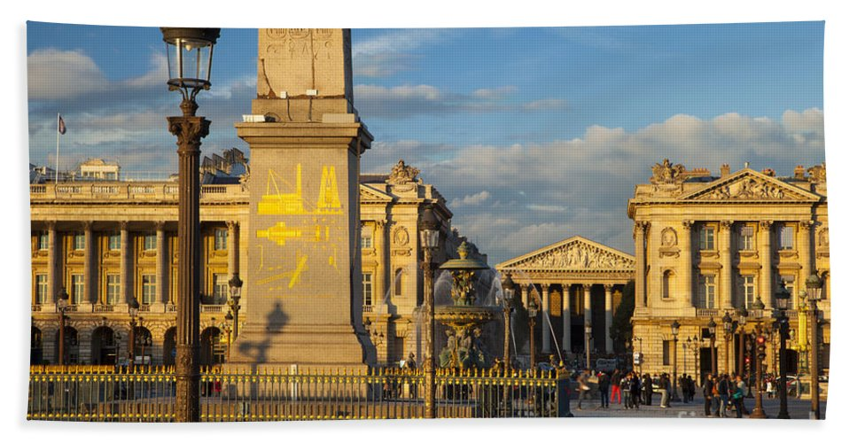 Architectural Hand Towel featuring the photograph Place De La Concorde by Brian Jannsen