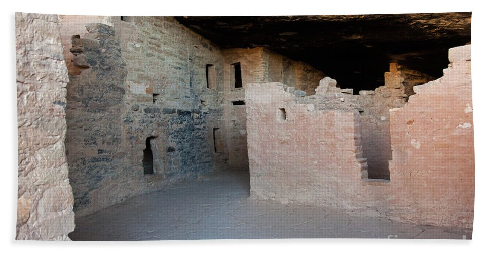 Colorado Bath Sheet featuring the photograph Spruce Tree House Mesa Verde National Park by Fred Stearns