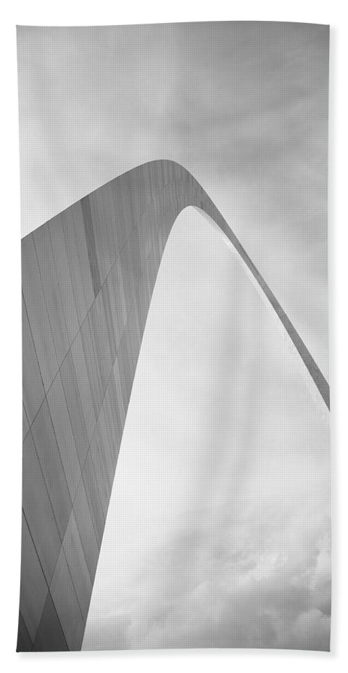 66 Hand Towel featuring the photograph St. Louis - Gateway Arch by Frank Romeo