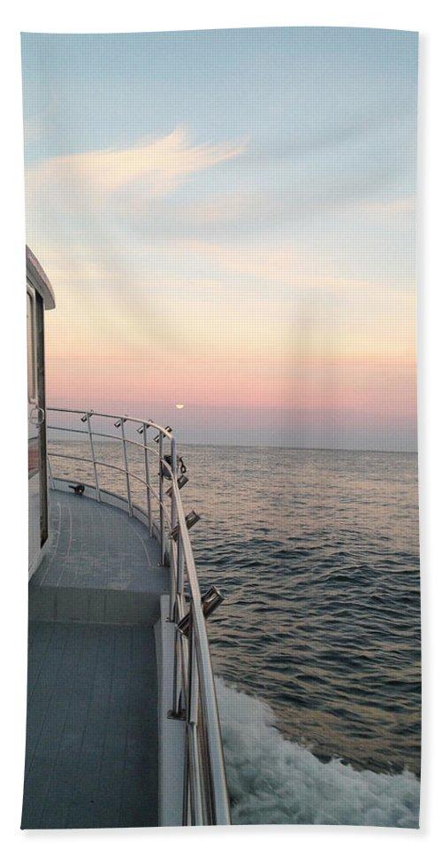 Tuna Fishing Bath Sheet featuring the photograph 40 Out by Sara Stevenson