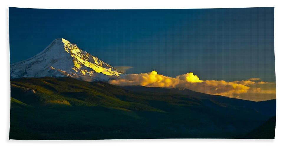 Mt Hood Bath Sheet featuring the photograph 41010-91 A Mt Hood Sunset by Albert Seger