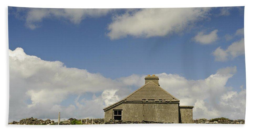 County Mayo Bath Sheet featuring the photograph Abandoned Farm In Ireland by John Shaw