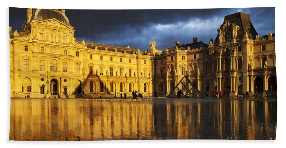 Architectural Bath Sheet featuring the photograph Musee Du Louvre by Brian Jannsen