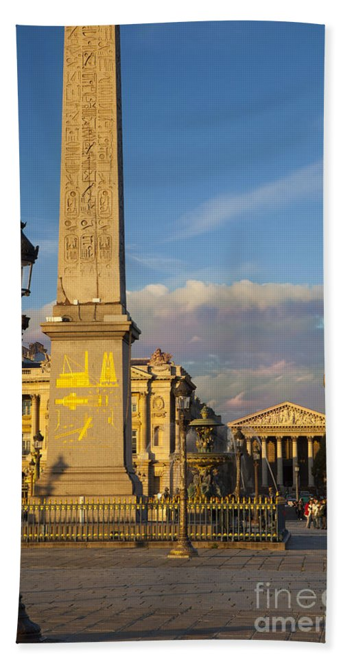 Architectural Bath Sheet featuring the photograph Place De La Concorde by Brian Jannsen