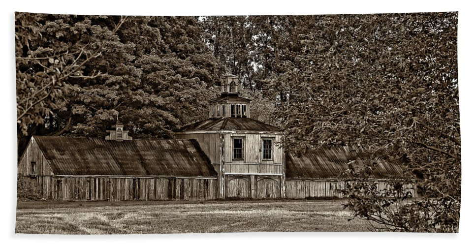 Barn Bath Sheet featuring the photograph 5 Star Barn Monochrome by Steve Harrington