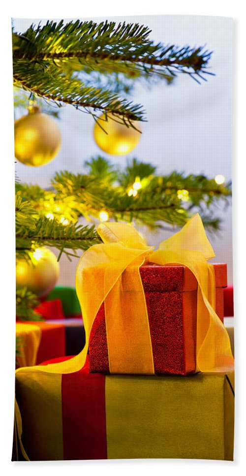 Red Hand Towel featuring the photograph Christmas Tree Decorated With Presents by U Schade
