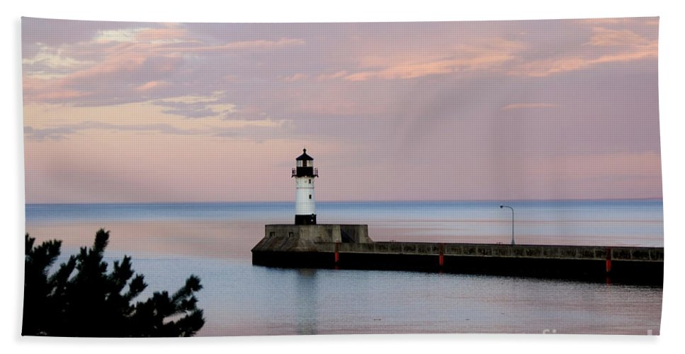 Lighthouse Hand Towel featuring the photograph Lighthouse by Lori Tordsen