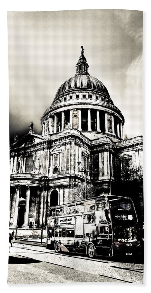 St Pauls Bath Sheet featuring the digital art St Pauls Cathedral London Art by David Pyatt