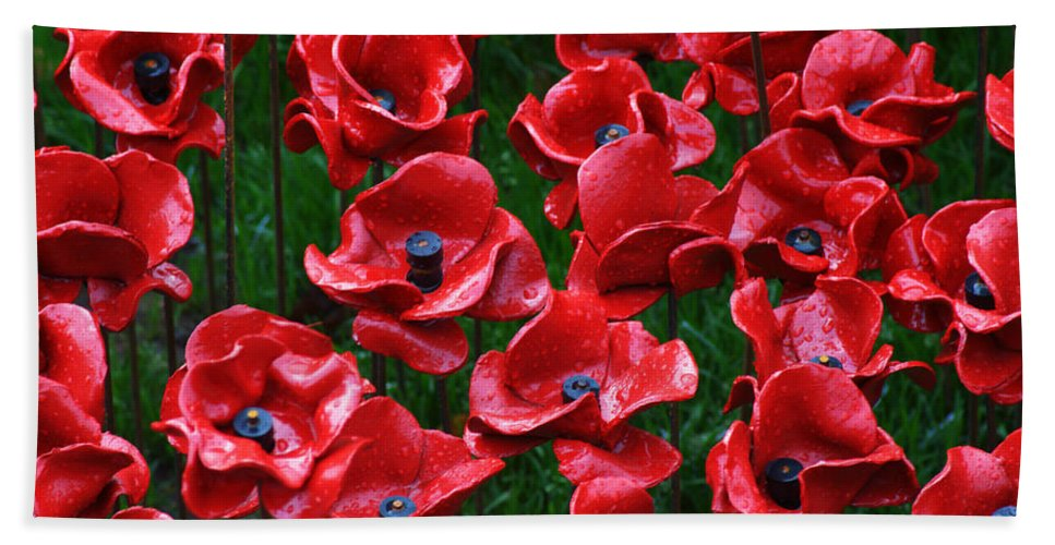 Tower Of London Poppies Bath Sheet featuring the photograph Tower Of London Poppies by Chris Day