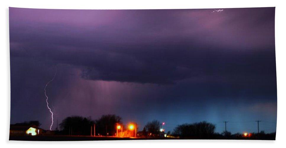 Stormscape Bath Sheet featuring the photograph Late Evening Nebraska Thunderstorm by NebraskaSC