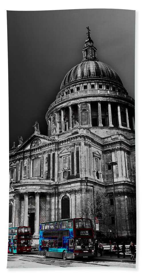 St Pauls Bath Sheet featuring the photograph St Pauls Cathedral London Art by David Pyatt