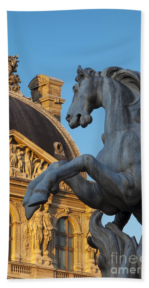 Architecture Bath Sheet featuring the photograph Musee Du Louvre by Brian Jannsen