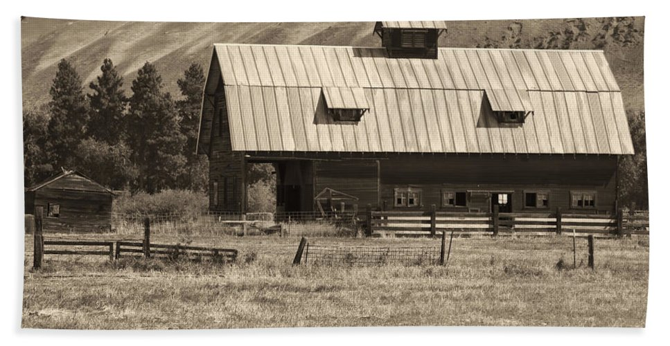 Bath Sheet featuring the photograph A Barn Near Ellensburg Wa Bw by Cathy Anderson