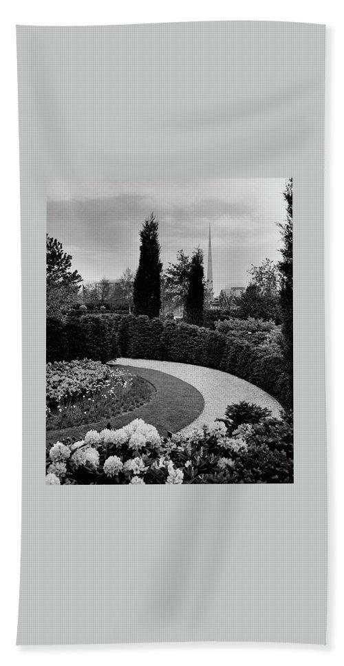 Garden Bath Towel featuring the photograph A Bobbink & Atkins Garden by Ben Schnall