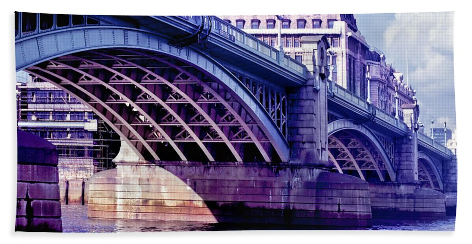 Architecture Bath Sheet featuring the photograph A Bridge In London by David and Carol Kelly