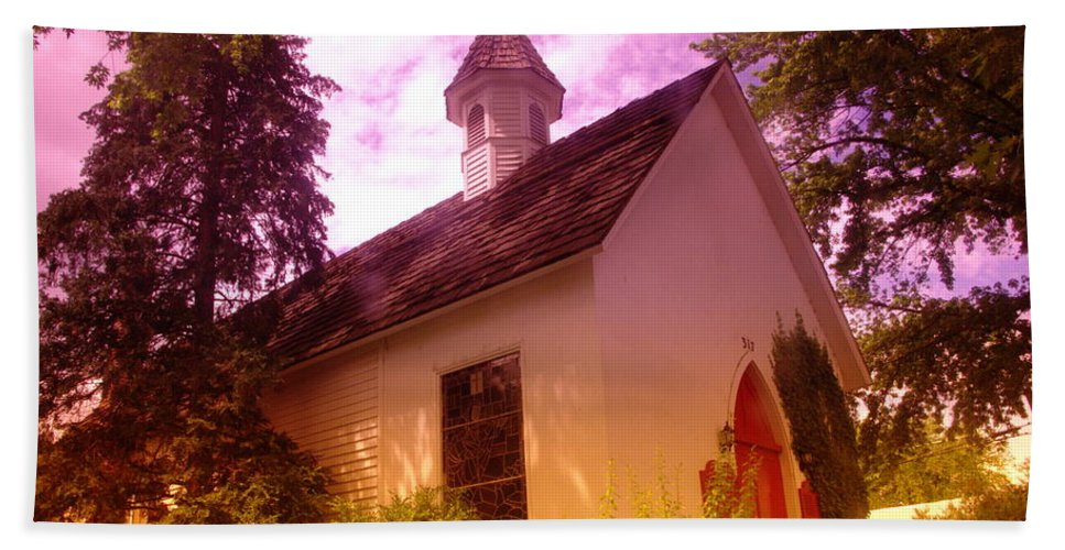 Churches Bath Sheet featuring the photograph A Church In Prosser Wa by Jeff Swan