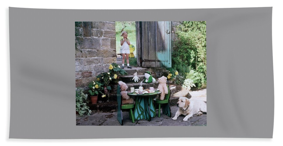 Children Bath Towel featuring the photograph A Dog Sitting Next To Two Teddy Bears Having by Ernst Beadle