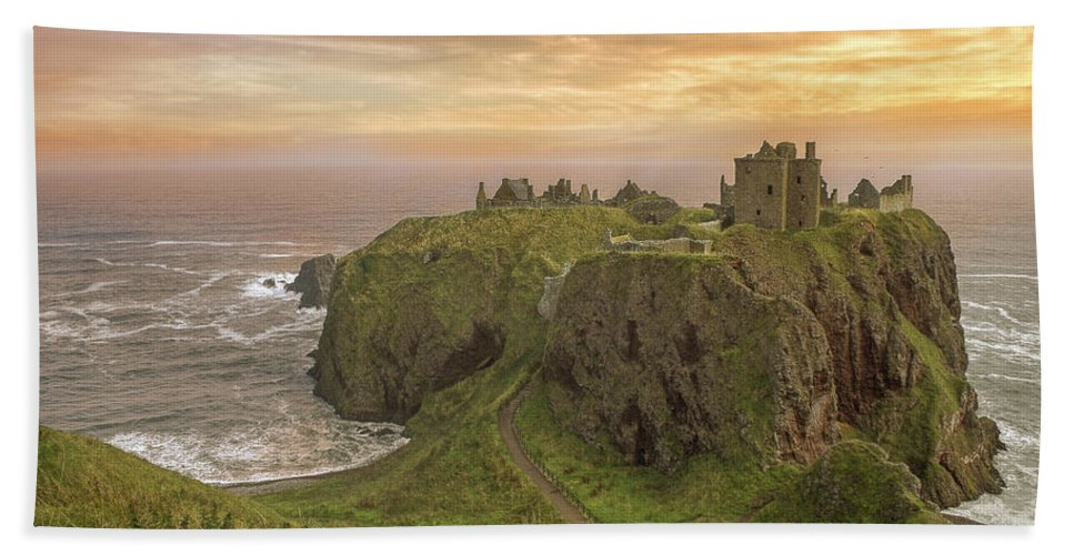 Scotland Bath Sheet featuring the photograph A Dunnottar Castle Sunrise - Scotland - Landscape by Jason Politte