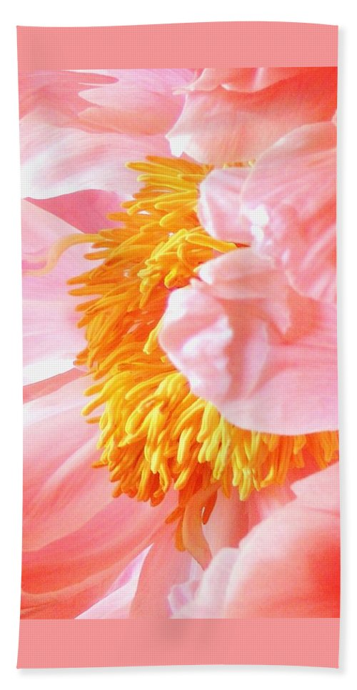 Abstract Flower Bath Sheet featuring the photograph A Flower Effect by Stephanie Callsen