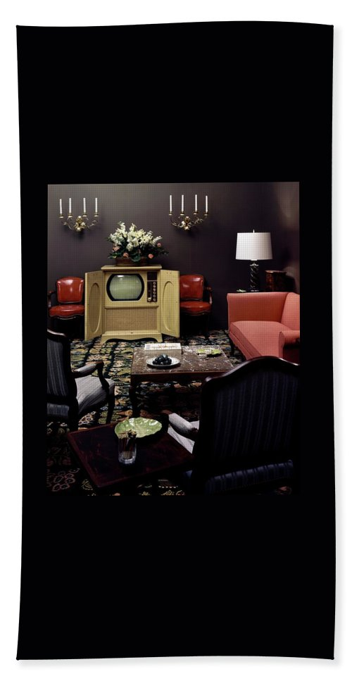 Furniture Bath Towel featuring the photograph A Living Room by Haanel Cassidy