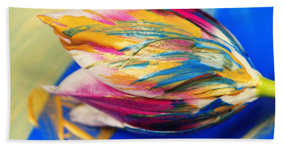 Tulip Bath Towel featuring the photograph A Painted Tulip. by Jeff Swan