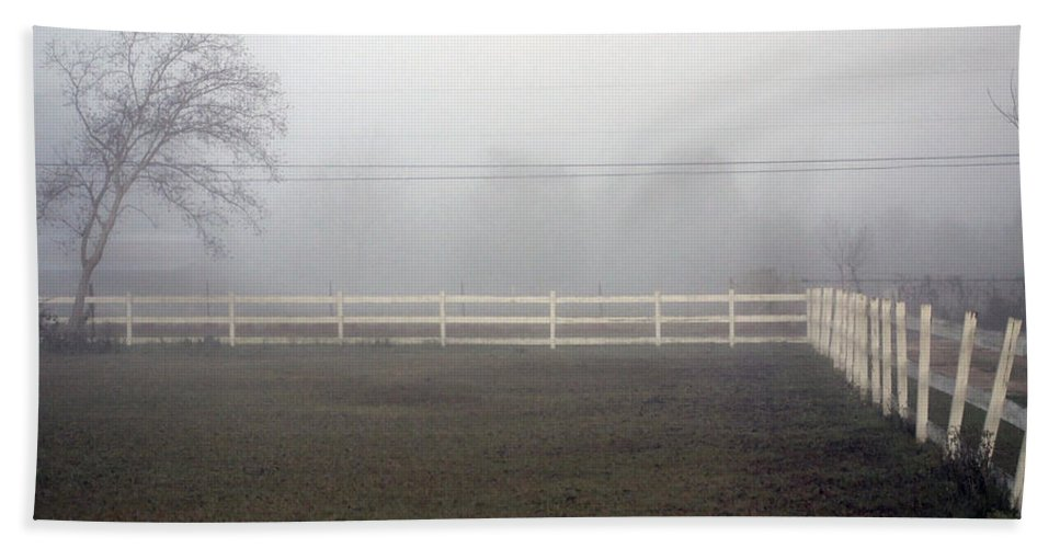 Picket Fence Bath Sheet featuring the photograph A Picket Fence In An Early Morning Mist by Cora Wandel