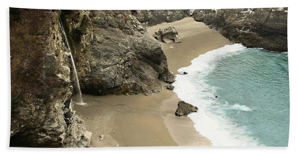 A Secret Place Hand Towel featuring the photograph A Secret Place by Ellen Henneke