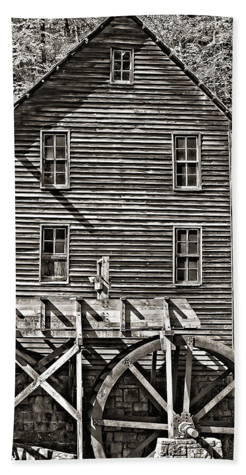 Shape Bath Sheet featuring the photograph A Study Of Line And Form 2 by Steve Harrington