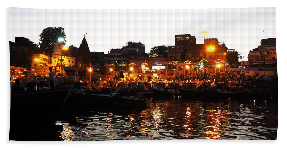Aarti Hand Towel featuring the photograph Aarti At Dashashwamedh Ghat 2 by C H Apperson
