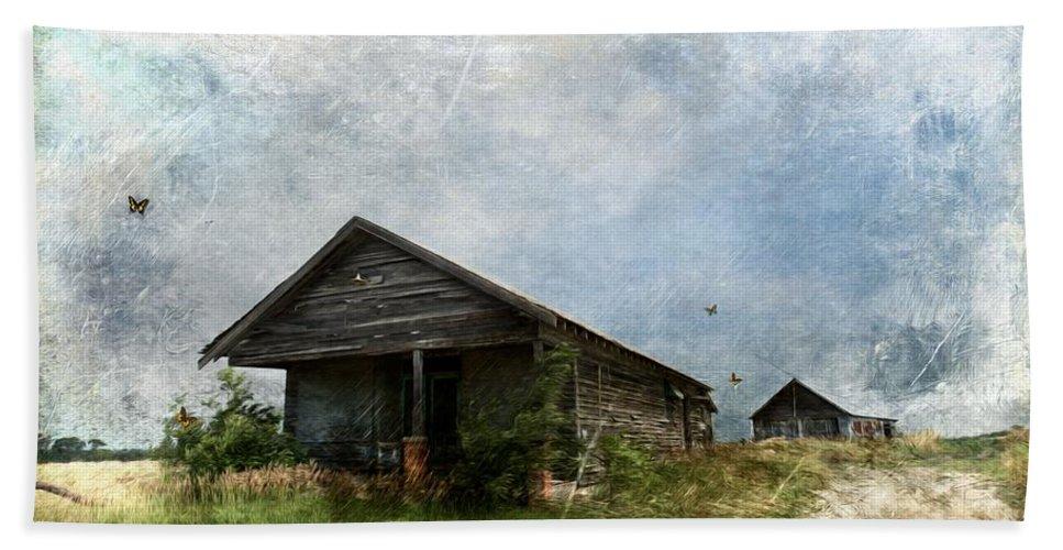 Abandoned Farm Home - Kansas Bath Sheet featuring the photograph Abandoned Farm Home - Kansas by Liane Wright