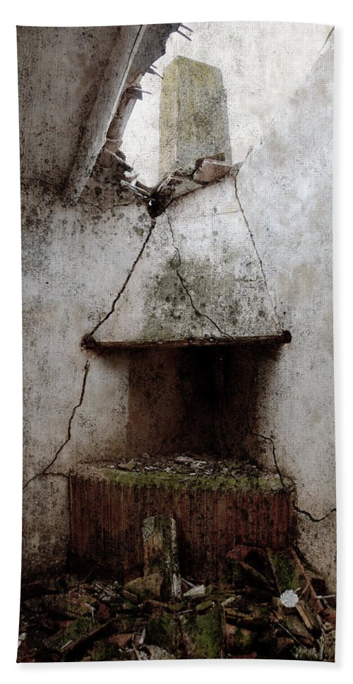 Grunge Hand Towel featuring the photograph Abandoned Little House 2 by RicardMN Photography