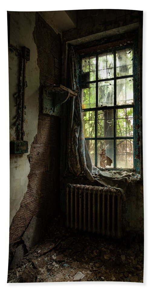 Windows Bath Sheet featuring the photograph Abandoned - Old Room - Draped by Gary Heller
