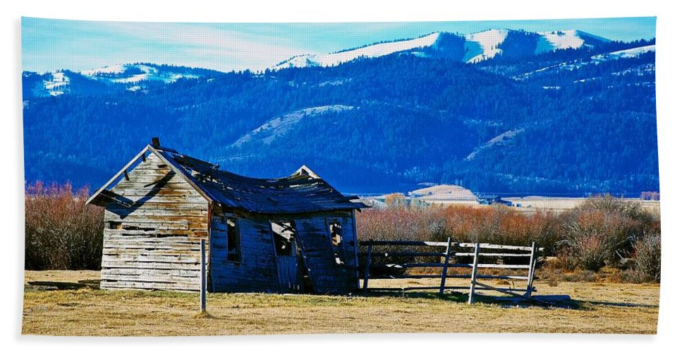 Teton Valley Bath Sheet featuring the photograph Abandoned Summer Home by Eric Tressler